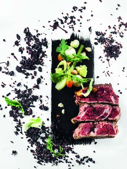 Côte de bœuf croûte de moût de raisins de Bergerac, petits légumes à l'huile de noisettes de Pujols